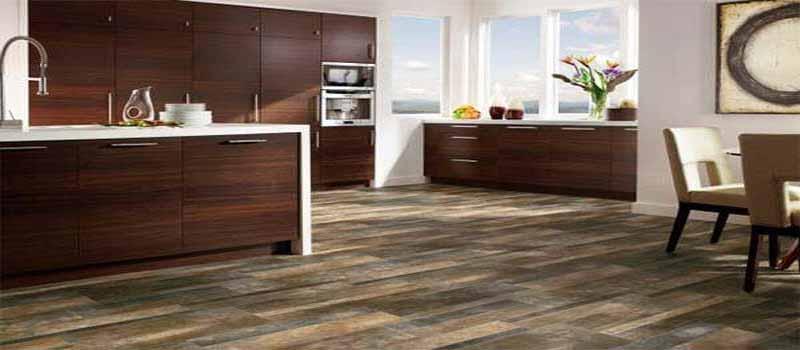 memasang lantai vinyl kayu