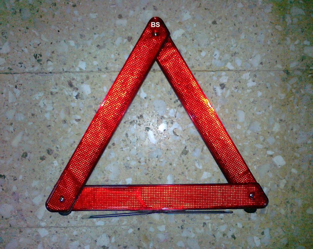 segitiga pengaman mobil/https://i0.wp.com