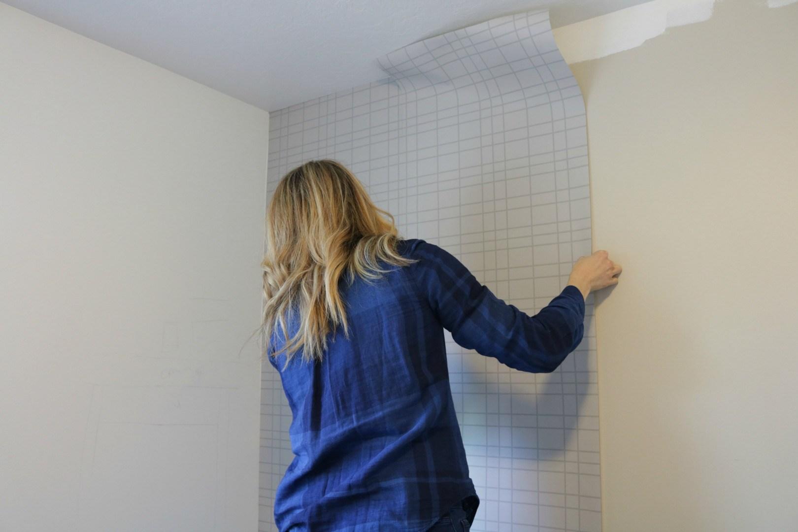 Menempel Wallpaper - Urutan Cara Memasang Wallpaper Dinding Agar Hasilnya Tahan Lama - nestingwithgrace.com