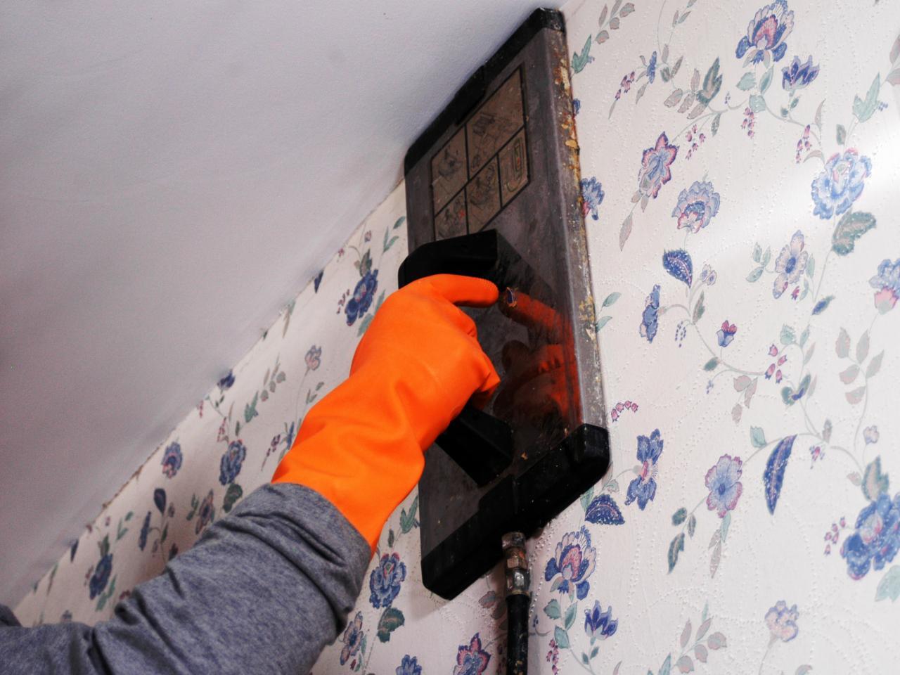 Siapkan Peralatan - Urutan Cara Memasang Wallpaper Dinding Agar Hasilnya Tahan Lama - HGTV.com