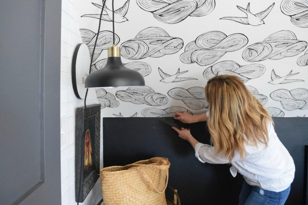 Tips Memasang Wallpaper Dinding - Mengenal Bahan Wallpaper Dinding dan Keunggulannya untuk Dekorasi Apartemen - nestingwithgrace.com