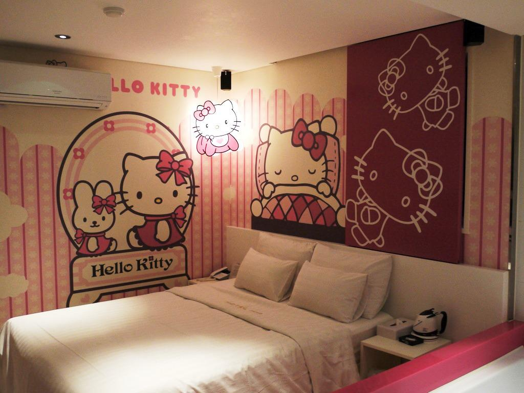 Wallpaper Dinding Hello Kitty